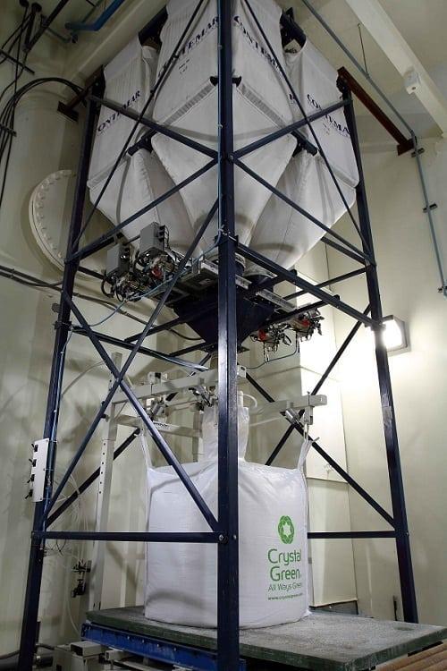 Sacchetto all'ingrosso riempitivo di Spiroflow è riempito da quattro silos contenenti diversi fertilizzanti di diverse dimensioni