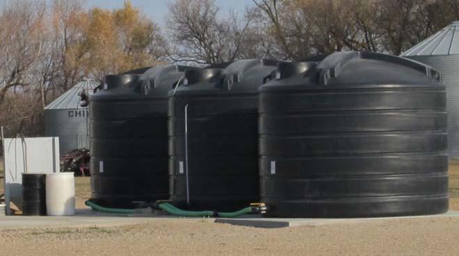 Almacenamiento de fertilizante líquido en tanques de almacenamiento verticales robustos
