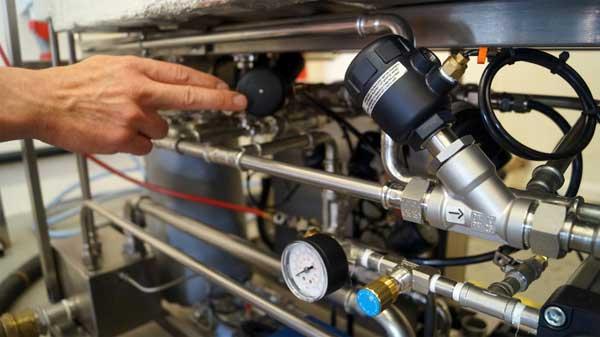 Burkert 2000-Dampfventil auf ESTS-Autoklaven