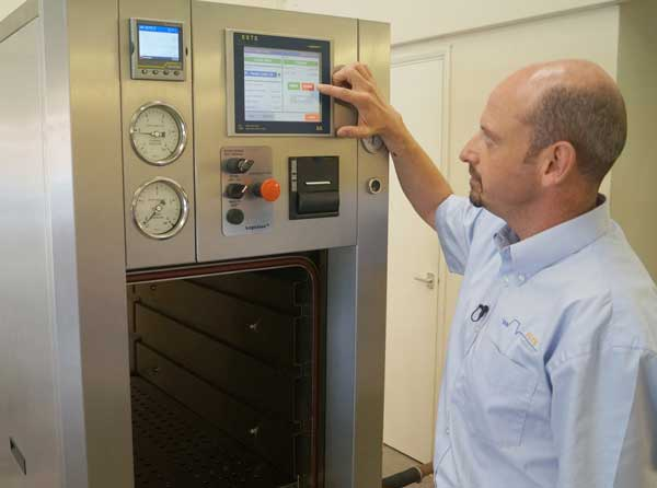 Colin Hartop setzt ESTS Logiclave300L Autoklaven
