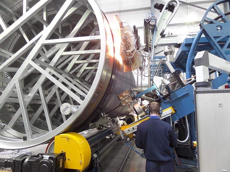 Fabricação de tanques termoplásticos com revestimento helicoidal