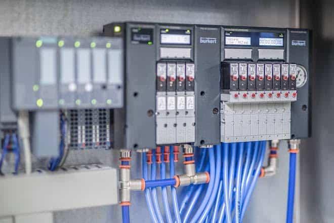 Estaciones de válvulas neumáticas controladas por PLC