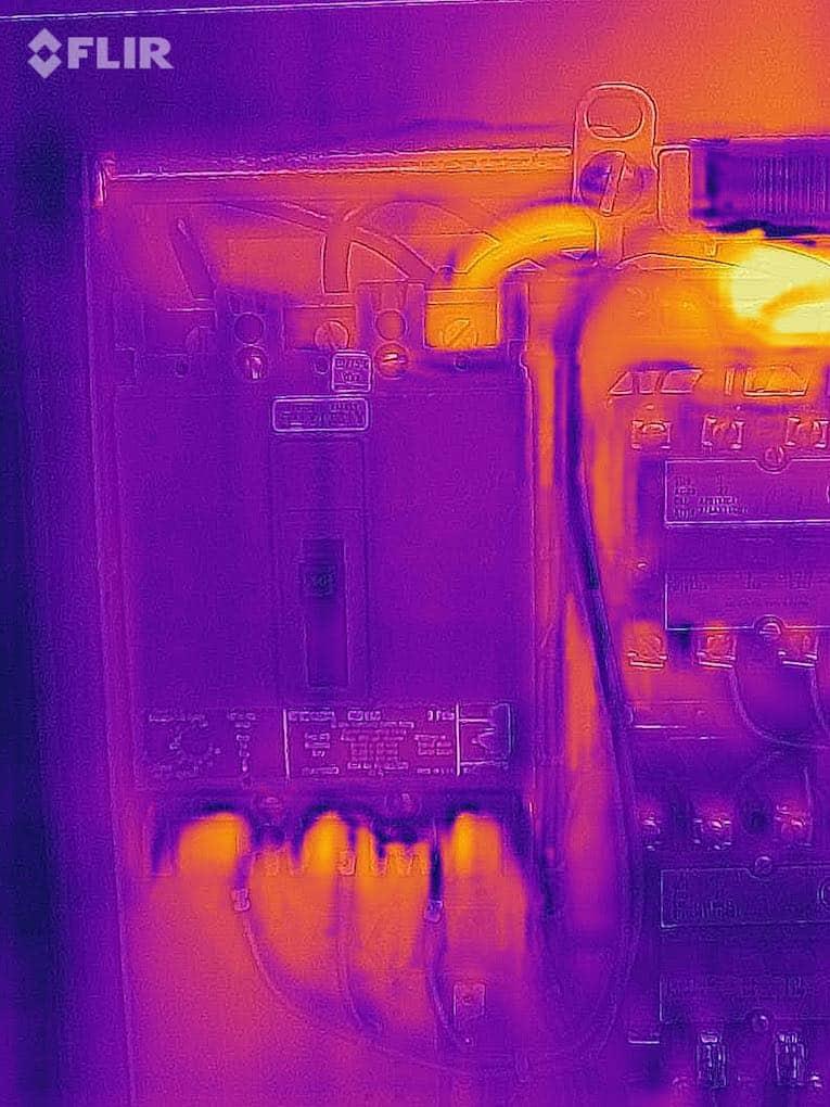 FLIR ONE Pro LT Circuit Breaker